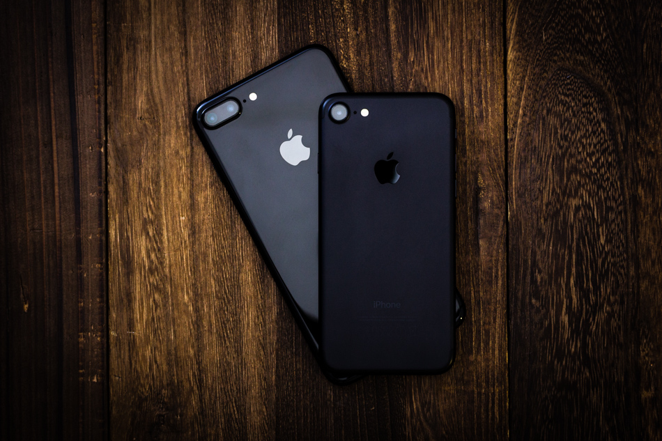 black and dark black iphone7